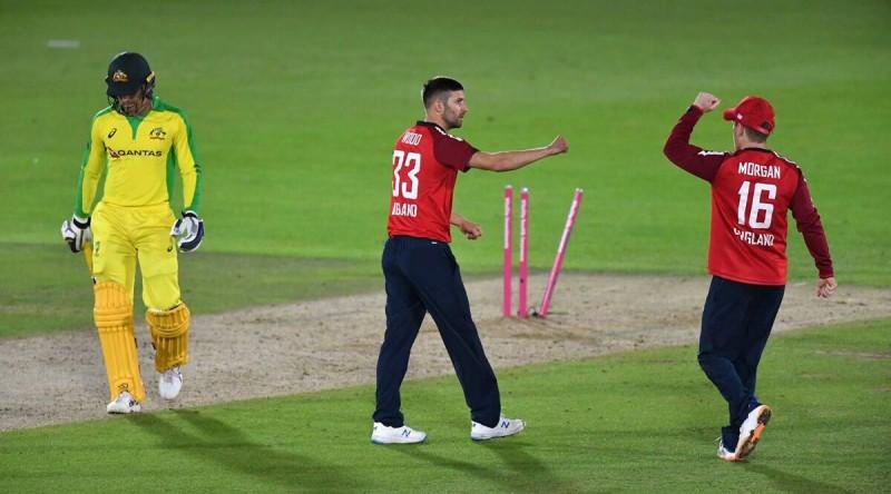 इङ्ल्याण्डसँगको पहिलो एक दिवसीय क्रिकेटमा अष्ट्रेलिया १९ रनले विजयी